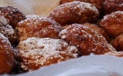 Dolci di carnevale: frittelle e chiacchiere di pasticceria a Varese