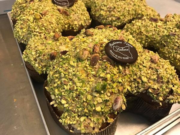 Colombe al pistacchio e altri dolci pasquali artigianali a Varese da Pasticceria Tipica Siciliana